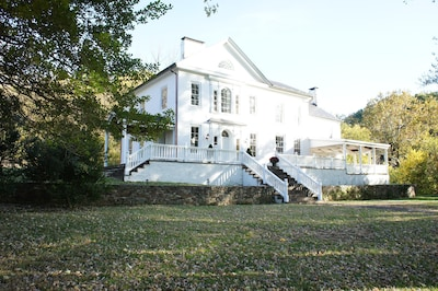 front view of historic 1799 retreat at cool springs
