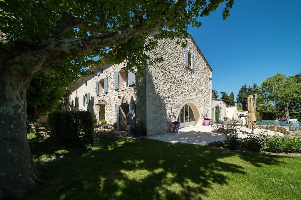 Exclusive Mas Bruno Lush Gardens Private Pool Outside Kitchen Lounge Carpark St Remy De Provence