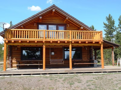The Club House - sleeps 14 with large gathering area and laundry.