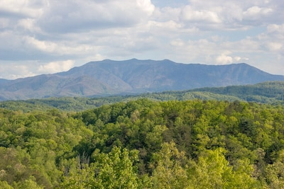 Unobstructed Mount Leconte Views..180% views with no houses blocking views!!