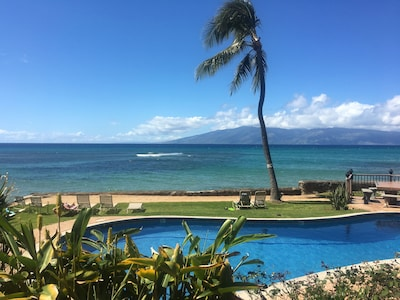 looking out over pool towards Lanai island