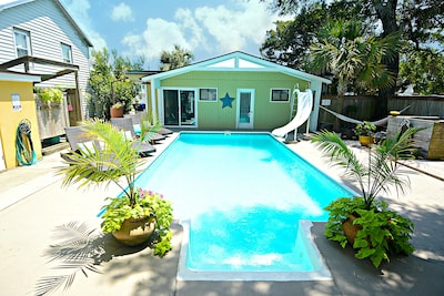 Dancing Oaks Cottage with a beautiful pool and courtyard