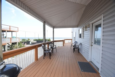Side lower deck