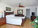 Bright & Airy Room with King Sized Bed & Flat Screen TV overlooks Pool and Canal