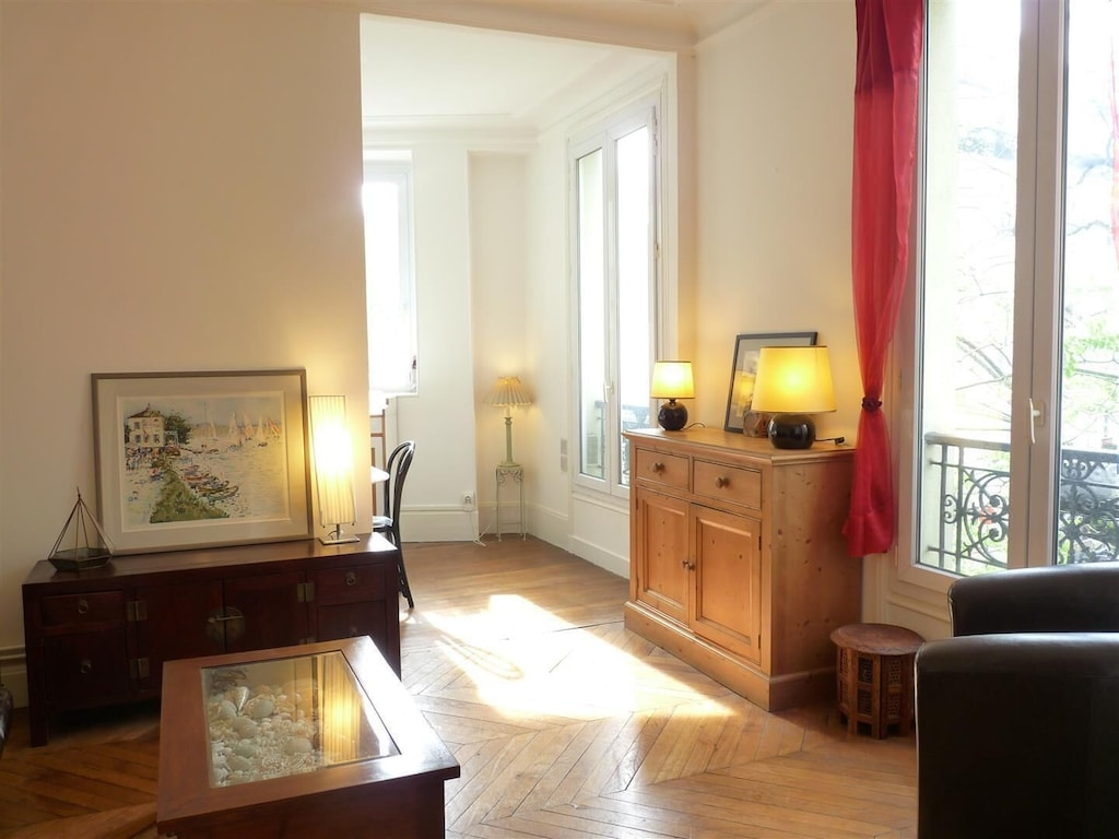 Le Alesia Classic French Apartment In Historical Montparnasse Area Quartier Du Petit Montrouge