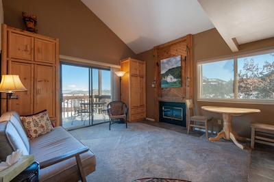 Living/dining room, with views!