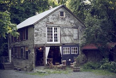 Welcome to The Barn in Tivoli!