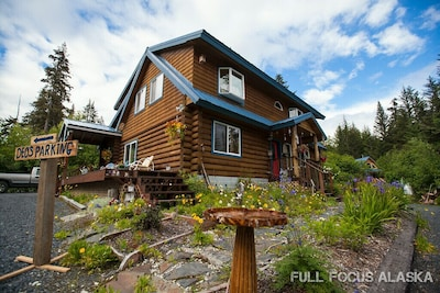 The beautiful Log Dreamin' Lodge
