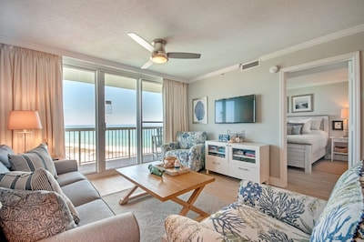 Relaxing colors of the condo reflect the emerald tones of the gulf waters.