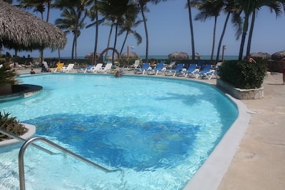 Beautiful Large Well Maintained Oceanfron Pool.