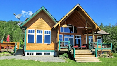 MAGICAL LAKE SUPERIOR VIEWS FROM THIS 5 STAR COTTAGE! UPSCALE EXPERIENCE!