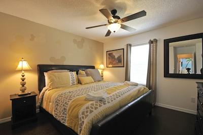 Bedroom 3: King bed, en-suite full bath