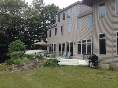 Deck has bench seats, umbrella table, picnic table, dual charcoal/gas grill.