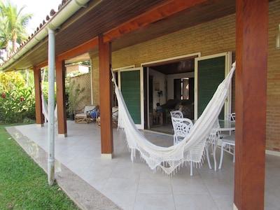 Casa baixa, Ampla, Arejada, Wi-fi 120Mbps, Piscina, Churras, 50m da praia
