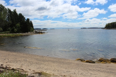 SANDY COVE COTTAGE private beach, views of islands. Too shallow for power boats!