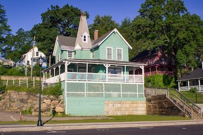 Romeo's Balcony from Lakeside Avenue