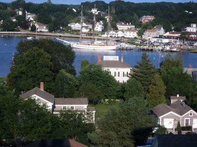 Arial view of 26 Pearl St showing Mystic River in the background.