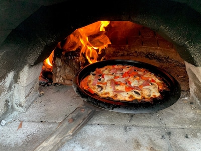 Pizza time! Not sure about you, but nothing beats fresh pizza out of the oven
