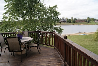Deck w/ stairs to lake