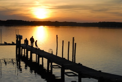 Enjoy gorgeous sunsets, fish & crab from the pier