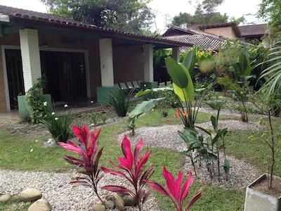 Itamambuca , casa arejada perto da praia c/ wifi!