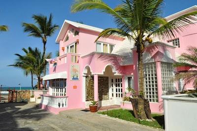 Villa Flamingo From Driveway