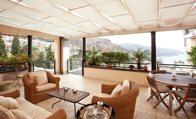 Luxury Apartment with Swimming-Pool and Terrace In Taormina Center Residence