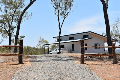 Ironbark House Dimbulah: Boutique Two Bedroom House looking over the Outback