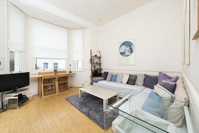 2 bedroom flat in the heart of Kensington!!