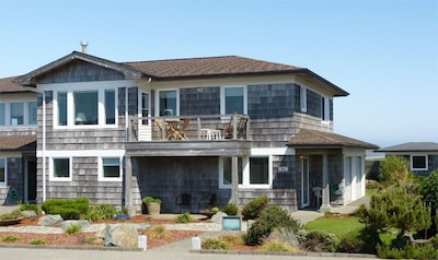 Seaview Townhouse, 2 stories