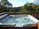 6 person hot tub with LED lights and Ipod jack built in speakers & Great Views