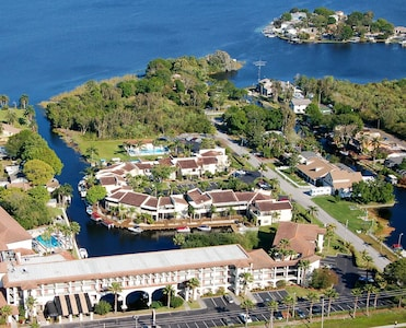 Lake Tarpon Villas, 40 luxurious suites.