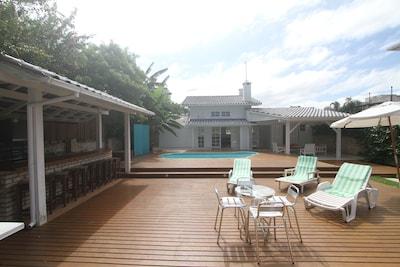 Churraqueira, deck, piscina