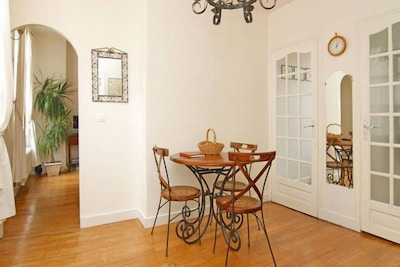 Dining room ( doors are to kitchen and bathroom)