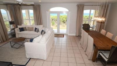 Beautiful gulf front condo, newly furnished (2017)