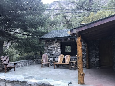 Cabin 18. San Fransisco Cabin at Historic SnowCrest Lodge
