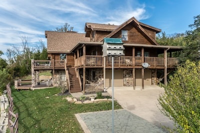 Log Cabin Lodge Overlooking Ohio River Near Creation Museum & Arc Encounter