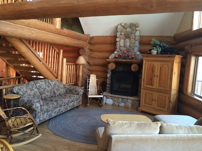 Cozy space in front of the fire (TV in armoire) for six or eight people