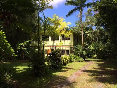 Hana Palms Retreat Garden House entrance