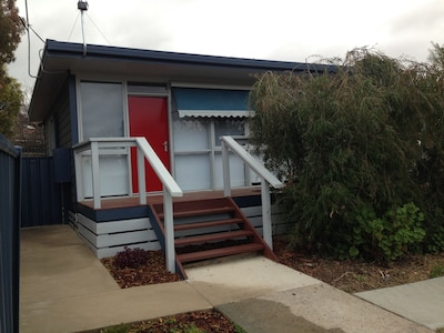 3 Moran Street, Child and Pet Friendly, Walk to Art Precinct and Show Grounds...