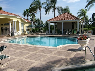 Clubhouse Pool,Tiki Bar, Hot tub, sauna&gym inside