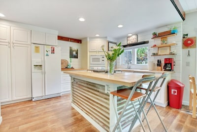 Great kitchen gas cooktop, butcher block counters and dishwasher!