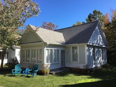 COTTAGE #130 - GREAT LOCATION, GREAT EXPOSURE, CLOSE TO POOLS AND MAIN CLUBHOUSE