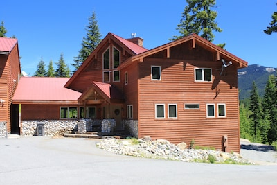Snoqualmie Pass Lodge (SW side)