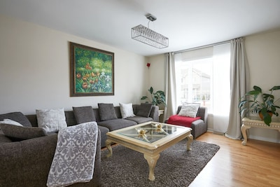 2014 house in Montreal West   Fully equipped   Large groups   Close to airport