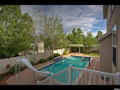 Delightful backyard, private pool