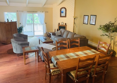 Living room and dining table (6 seats)