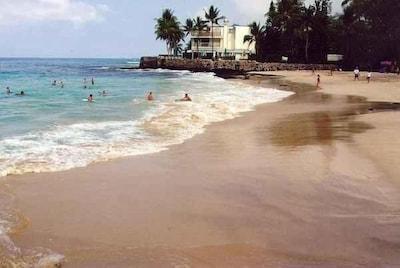 Easy walk to Magic Sands Beach.