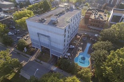Spence Manor Hotel converted to Condos