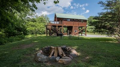 Beautiful cabin right on the Shenadoah